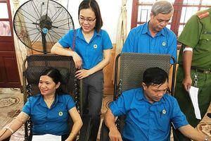 Nhiều cán bộ công đoàn huyện Hương Sơn tham gia hiến máu tình nguyện