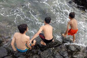 Quảng Ngãi: Tắm Gành Yến, hai học sinh lớp 5 bị đuối nước