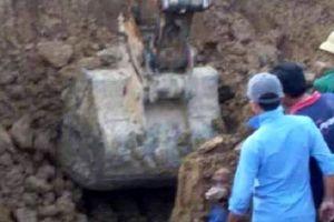 Nghệ An: Đang làm dưới mương nước, người đàn ông bị đất vùi lấp