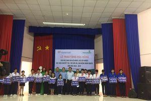 Vietcombank trao 500 suất học bổng cho học sinh nghèo tỉnh Bình Dương