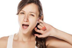 Không thể ngờ đây mới chính là nguyên nhân khiến tai ngứa không dứt và cách điều trị đơn giản ai cũng làm được