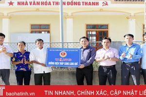 Bàn giao 1.300m đường điện thắp sáng làng quê cho xã NTM ở TP Hà Tĩnh