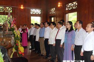 Dâng hương tưởng niệm Chủ tịch Hồ Chí Minh tại Khu di tích Kim Liên