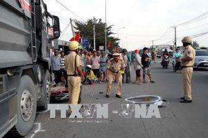 Xe tải va chạm liên hoàn với 2 xe máy khiến 2 người tử vong