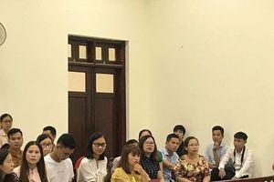 VKS đề nghị mức phạt với hai bị cáo hành hạ con trai 10 tuổi