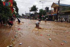 Mưa lũ lịch sử tại Sơn La, dân cuống cuồng chạy thoát thân