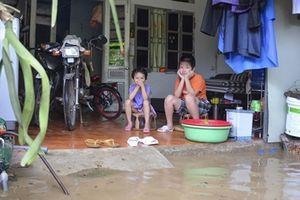 Mưa ập đến lúc nửa đêm, TP Điện Biên Phủ 'chìm nghỉm' trong nước
