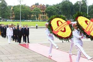 Lãnh đạo Đảng, Nhà nước đặt vòng hoa và vào Lăng viếng Chủ tịch Hồ Chí Minh