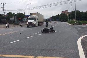 Hy hữu: Xe máy không người lái tự quay tròn giữa đường