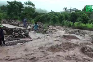 Sơn La: Lũ quét cuốn trôi 1 người, 1000m³ đất đá đổ ập xuống tỉnh lộ