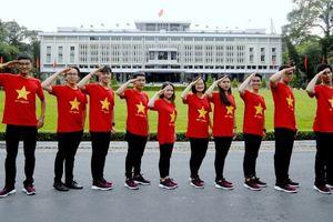 Ấn tượng bộ ảnh 'Quốc kỳ ôm trọn Việt Nam' của đoàn đại biểu SSEAYP