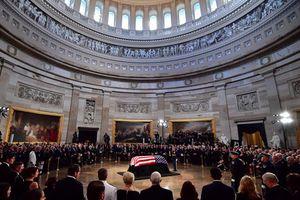 Những hình ảnh trong lễ truy điệu trang trọng Thượng nghị sĩ John McCain tại Điện Capitol