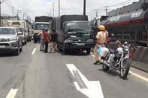 4 xe tải tông liên hoàn trên đường về miền Tây