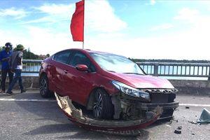 Quốc lộ 1A ùn tắc do tai nạn nghiêm trọng trên cầu Quán Hàu