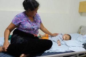 Bé một tuổi không bú được sữa mẹ: 'Con đã có khuôn mặt lành lặn'