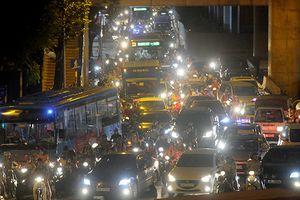 Gần nửa đêm, một số tuyến đường Hà Nội vẫn ùn tắc do người dân đi nghỉ lễ 2/9
