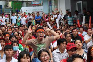 Bạn trẻ tiếc nuối khi Olympic Việt Nam vuột huy chương đồng ASIAD