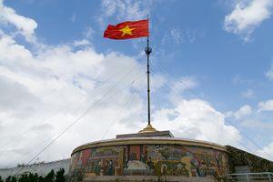 Giữ cho lá cờ Tổ quốc luôn tung bay trên bến bờ Hiền Lương