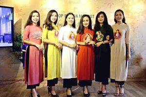 'Ứng pháp diệu phục' - trang phục áo dài ở chốn tôn nghiêm