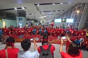 CĐV Việt Nam lên đường từ mờ sáng cổ vũ Olympic Việt Nam