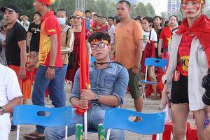 Cổ động viên tiếc nuối khi Việt Nam thua ở loạt penalty