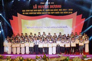 Nghệ An tuyên dương 110 học sinh đạt thành tích cao trong học tập