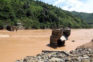 Hàng loạt công trình, nhà dân bị cuốn trôi do lũ