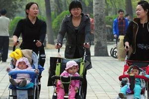 Trung Quốc: Tranh cãi về việc sinh con thứ 2 và 3