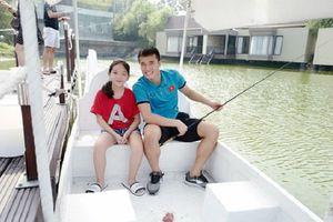 Người hâm mộ U23 Việt Nam 'ăn no bánh gato' với cô bé được thầy trò HLV Park Hang-seo chăm sóc tận tình