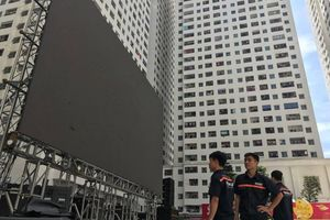Mong Olympic Việt Nam giành chiến thắng, chung cư vạn dân Linh Đàm quyết 'đổi phong thủy' đặt lại màn hình LED