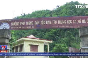 Bộ trưởng Bộ GD& ĐT thăm trường bị lũ quét tại Sơn La
