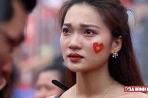 Fan nữ rơi nước mắt sau thất bại loạt luân lưu của Olympic Việt Nam