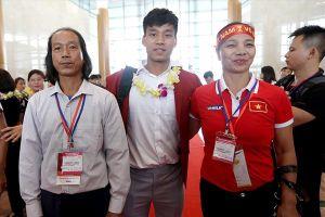 Bố Vũ Văn Thanh (U23) : Quà con thích chuẩn bị đầy ở nhà nhưng lại sợ con chẳng được về