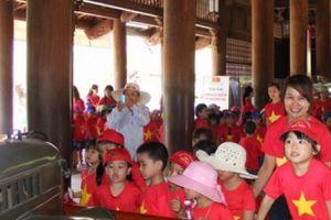 Dòng người tấp nập về làng Sen quê Bác dịp lễ 2.9