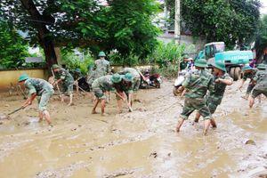 Bộ đội Trung đoàn 762 hành quân giúp dân trong ngày Tết Độc Lập