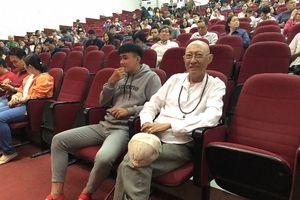 Nghệ sĩ Lê Bình lạc quan chiến đấu với bệnh ung thư