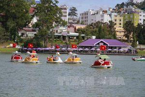Phố núi Đà Lạt thu hút đông du khách đến nghỉ dưỡng trong dịp lễ