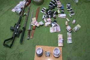 Bắt quả tang hàng chục đối tượng lắc tài xỉu ăn tiền tại tụ điểm đánh bạc có chứa vũ khí nóng
