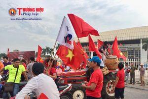 Hàng nghìn người hâm mộ háo hức chào đón đoàn thể thao Việt Nam