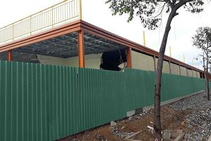 Hàng chục ki ốt xây dựng trái phép trên đất sân bay Nha Trang cũ