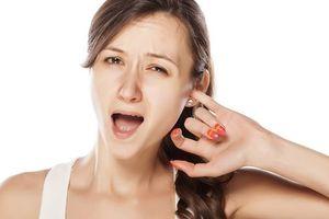 Tại sao bạn bị ngứa tai và làm thế nào để điều trị nó?