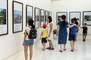 Hải Phòng triển lãm ảnh 73 năm hào khí Cách mạng Tháng Tám