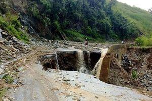 Nhiều tuyến đường lại sạt lở, giao thông ở Sơn La tiếp tục bị chia cắt