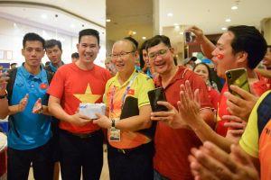 Chủ tịch Asanzo thưởng nóng cho Olympic Việt Nam