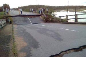 Sập cầu trên tỉnh lộ 766, giao thông tê liệt
