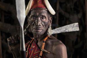 Hình xăm phai mờ, tục săn đầu người của bộ tộc Ấn Độ dần mai một