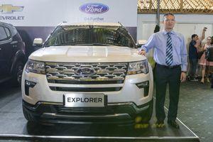Đại lý bán Ford Explorer 'bia kèm lạc' hơn 200 triệu đồng