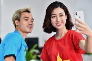 Hoa hậu Đỗ Mỹ Linh rạng rỡ bên Quang Hải, Văn Toàn