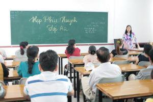 Họp phụ huynh đầu năm: Bao giờ giáo viên được thoát kiếp 'đòi nợ thuê'?