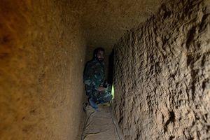 Khủng bố đào hầm dàn dựng tấn công hóa học ở Idlib